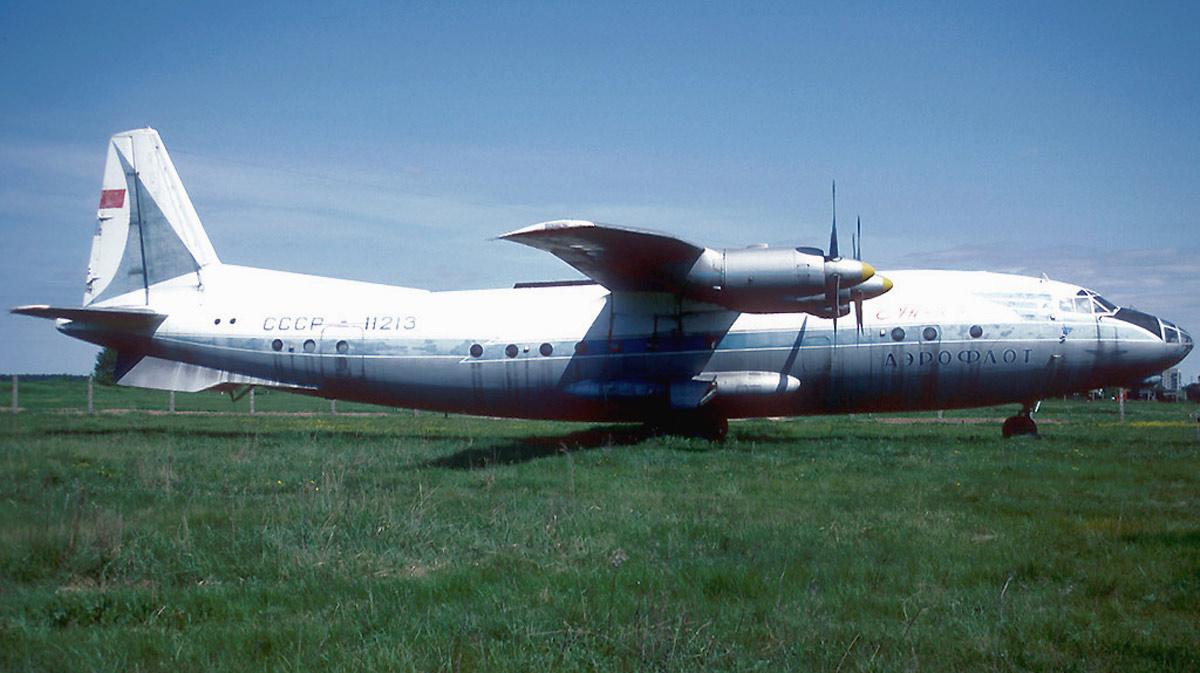 Antonov An-10A CCCP-11213.