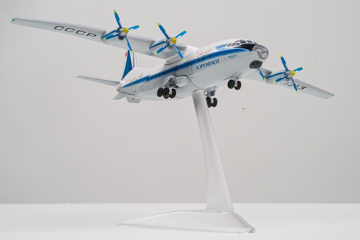 Antonov An-10A scale model, AviaBoss A2001.