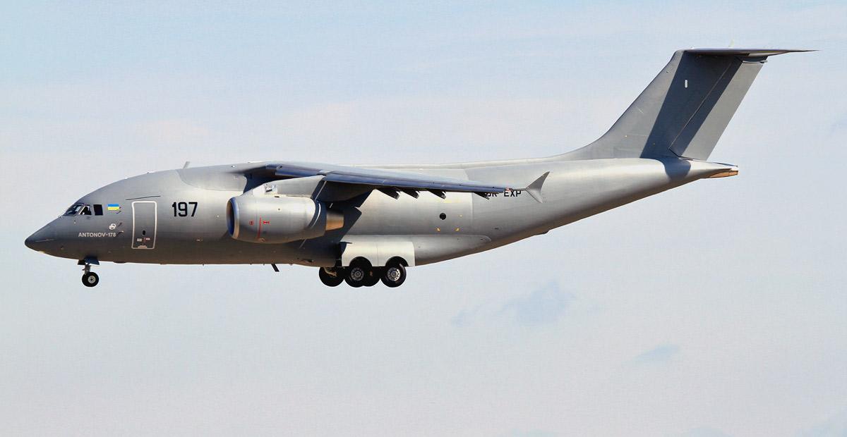 Самолет Ан-178.