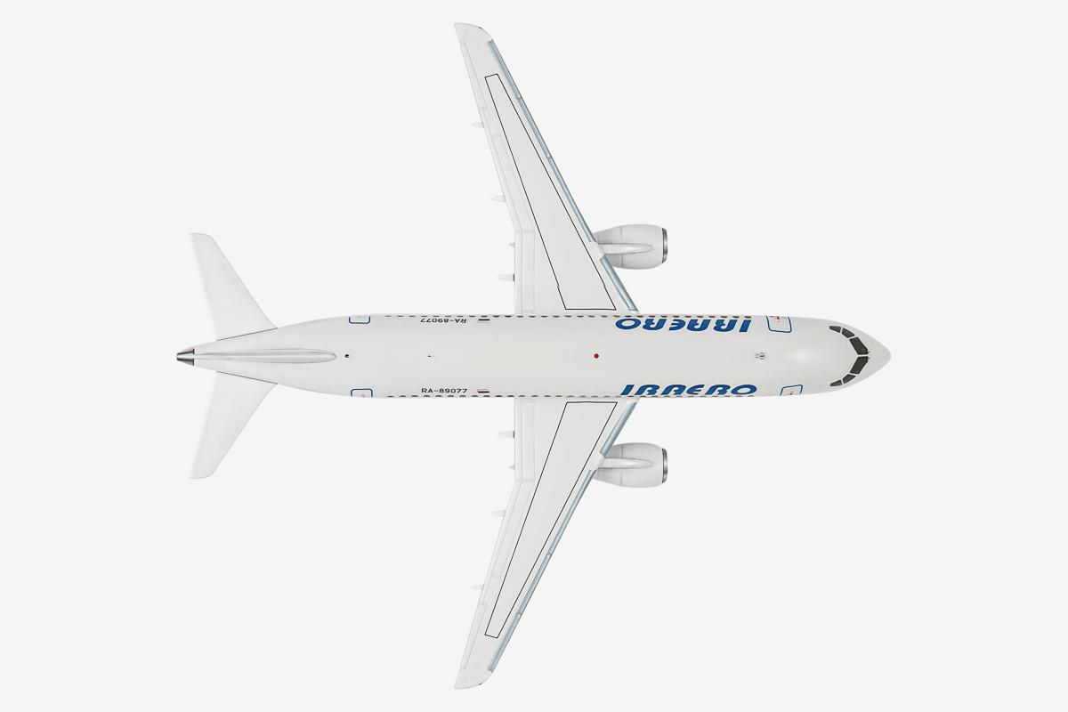 Sukhoi SuperJet 100 SSJ100 IRAERO RA-89077 collectable plastic model 1//200